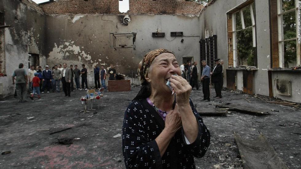 https://www.monodies.com/wp-content/uploads/2014/08/beslan-siege-6.jpg